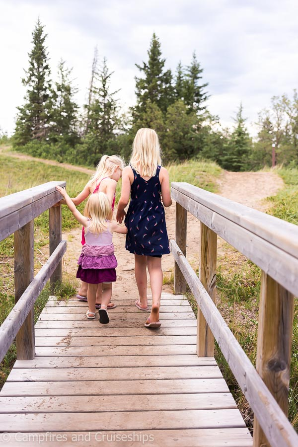 spirit sands hiking trail boardwalk in spruce woods provincial park